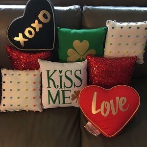 Other - Bundle of 8 Decorative & Holiday Throw Pillows
